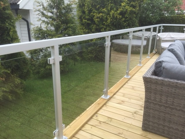 terrassengel nder mit glas komplette baus tze. Black Bedroom Furniture Sets. Home Design Ideas